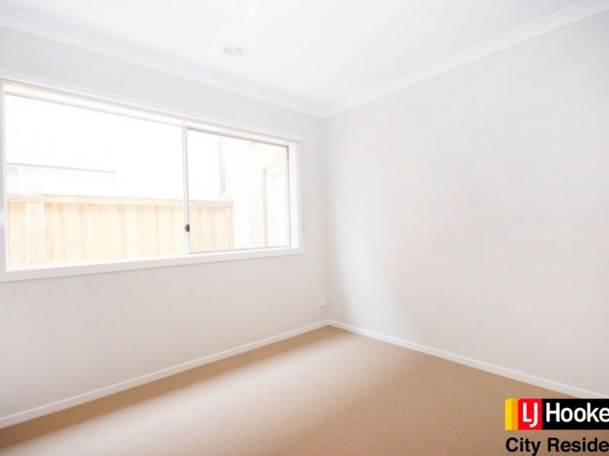 22 Roundhay Crescent, Point Cook VIC 3030, Image 2