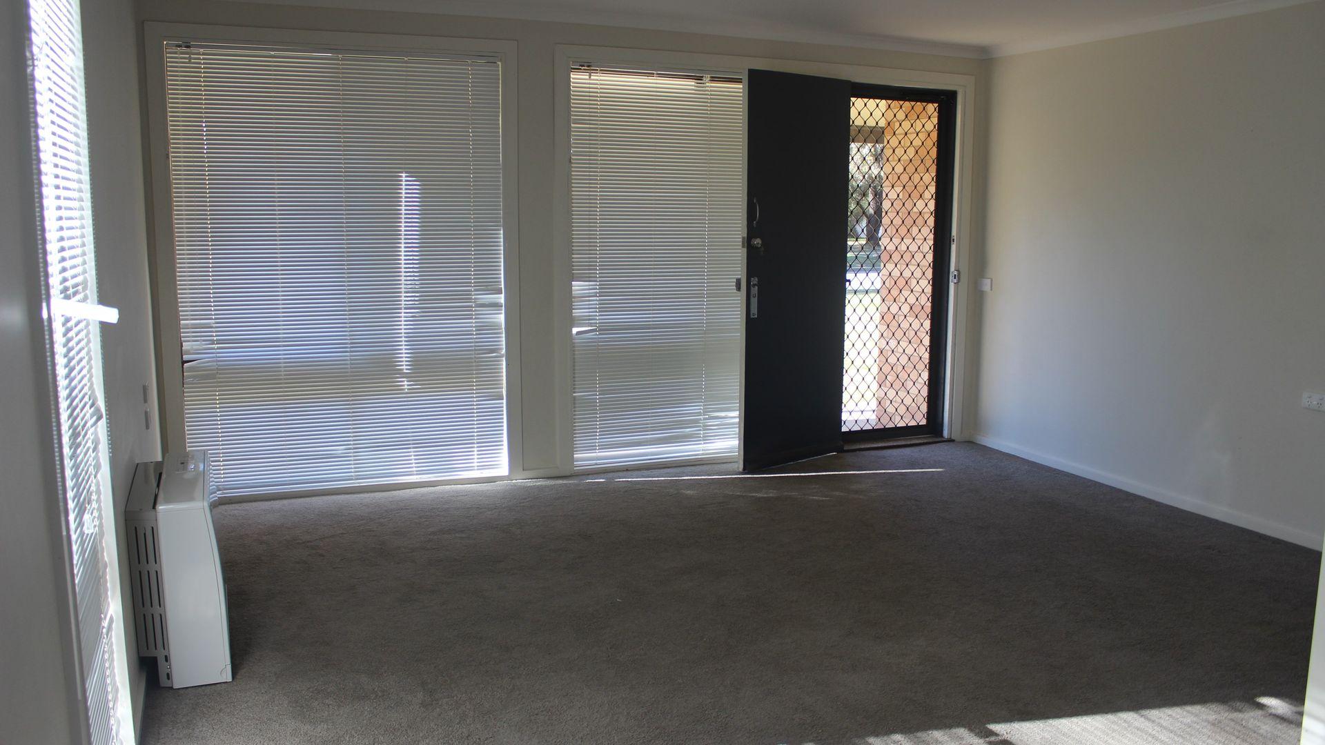 24 Marshall Street, Ashmont NSW 2650, Image 2