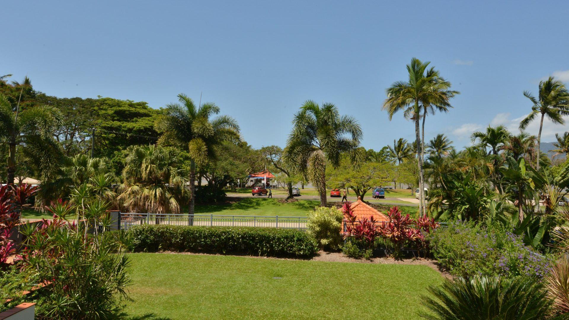 13/275 Esplanade, Cairns North QLD 4870, Image 2