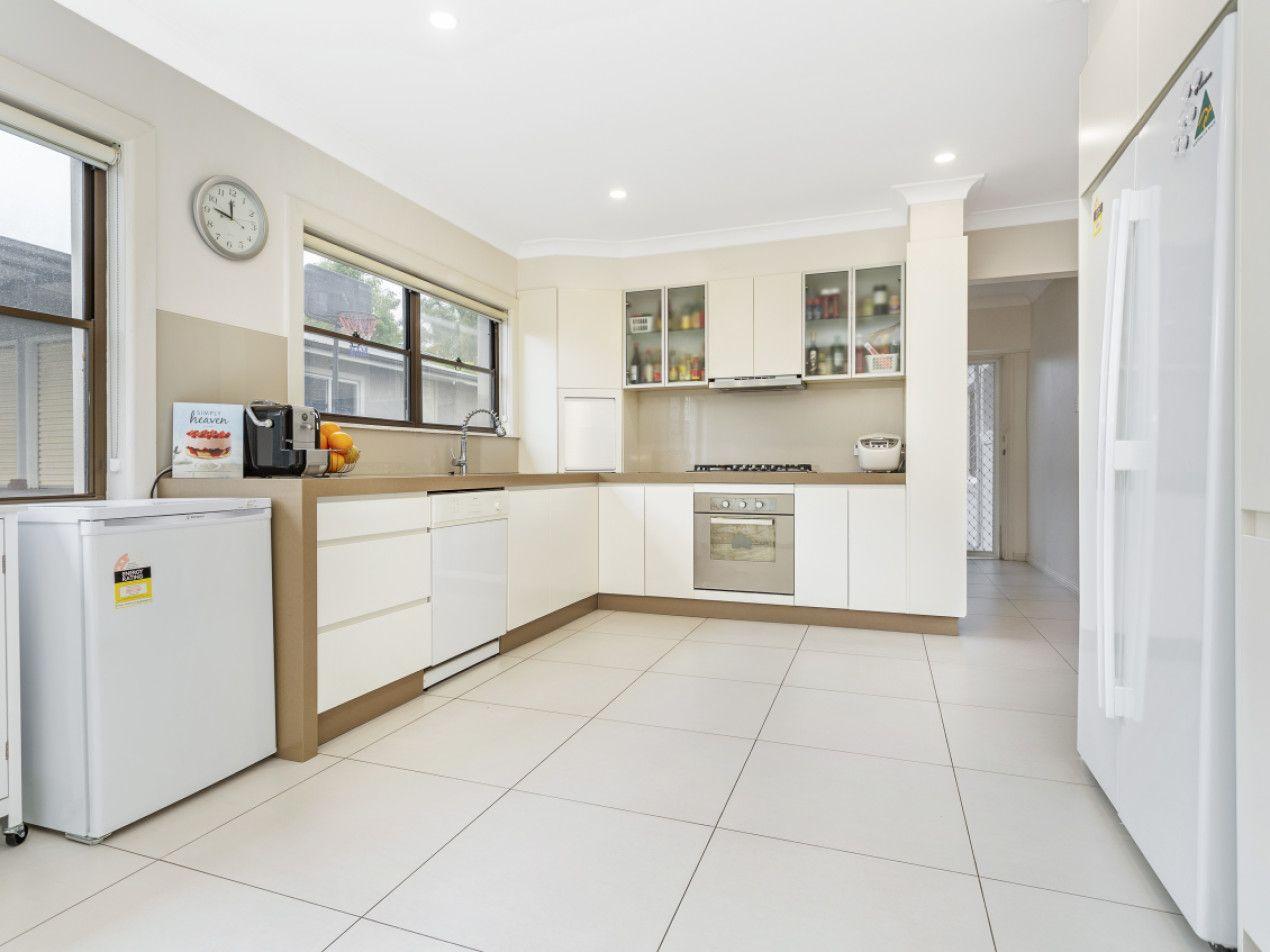 27 Ronald Avenue, Ryde NSW 2112, Image 2