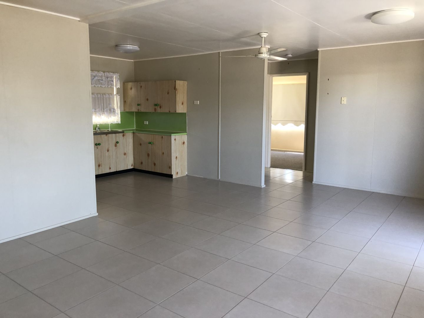 1b Lutz Court, Avenell Heights QLD 4670, Image 2