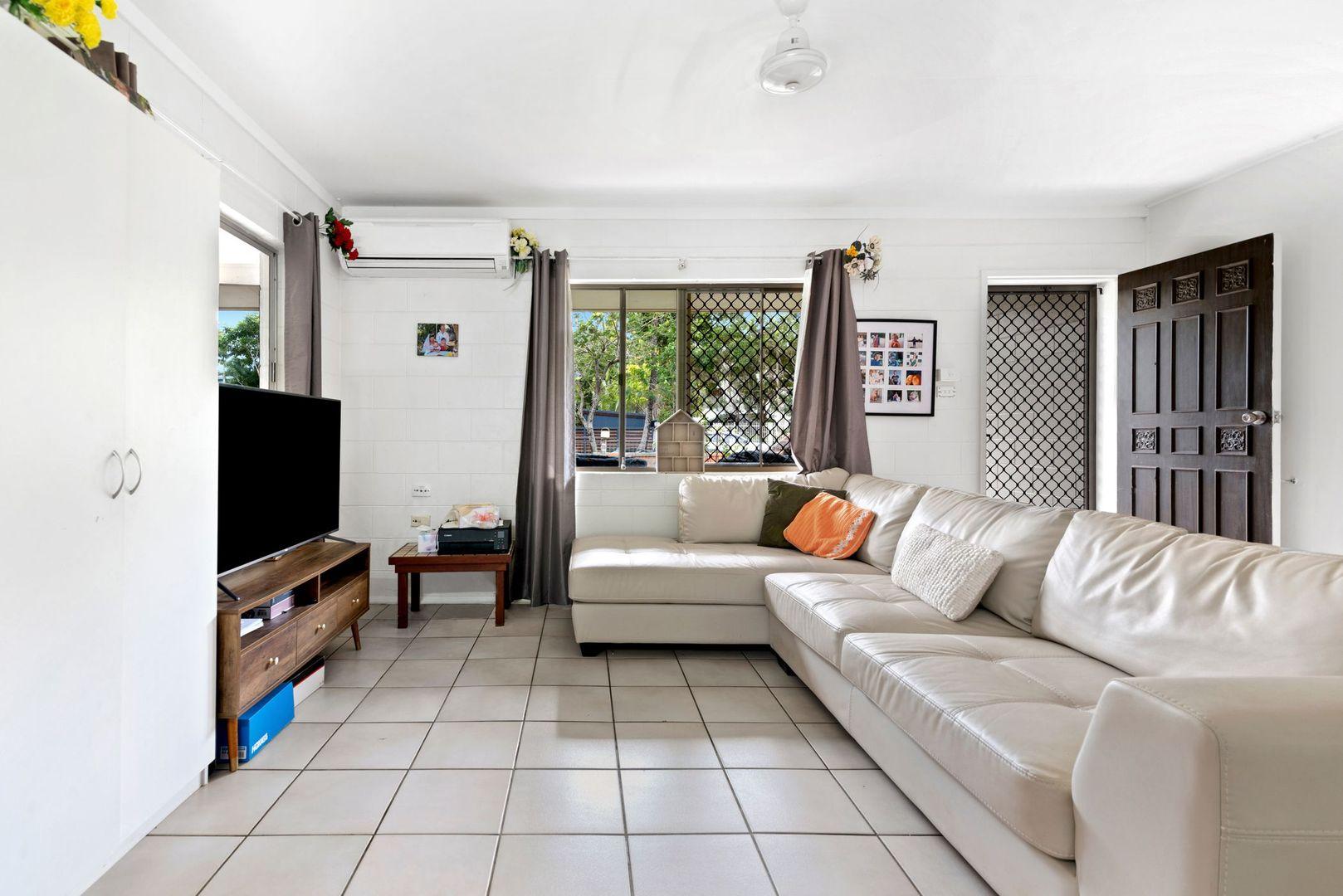 7 Guava Street, Holloways Beach QLD 4878, Image 2