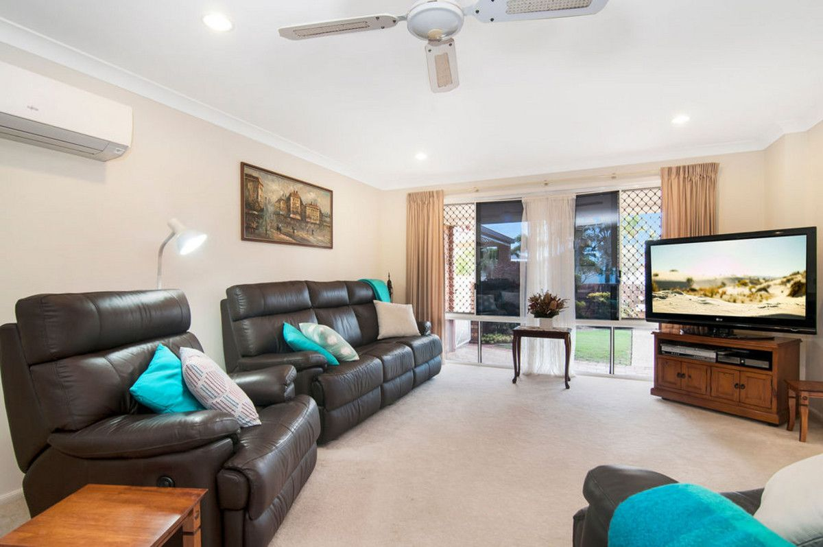 4 Carnegie Court, Coombabah QLD 4216, Image 2