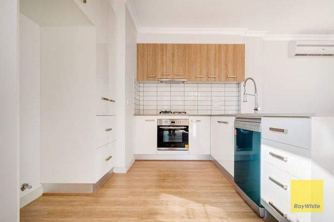 Picture of 3|15 Waterside Close, HOPPERS CROSSING VIC 3029