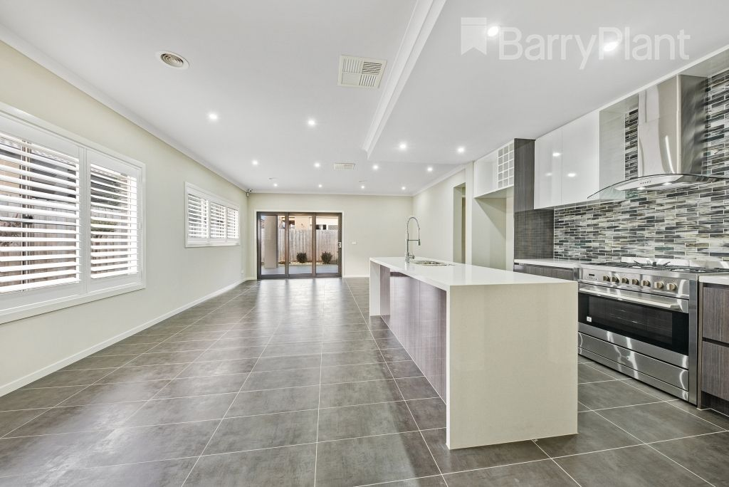 17 Sunnybank Drive, Point Cook VIC 3030, Image 2