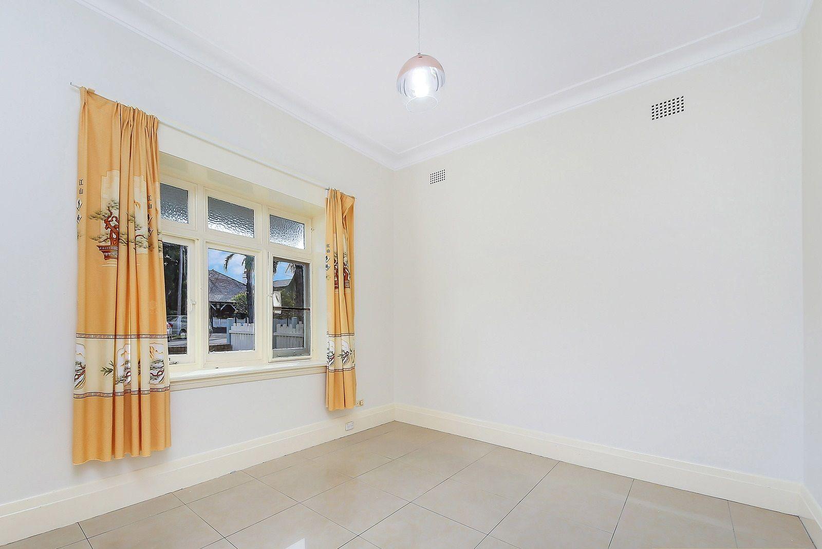 10 Boronia Avenue, Burwood NSW 2134, Image 2