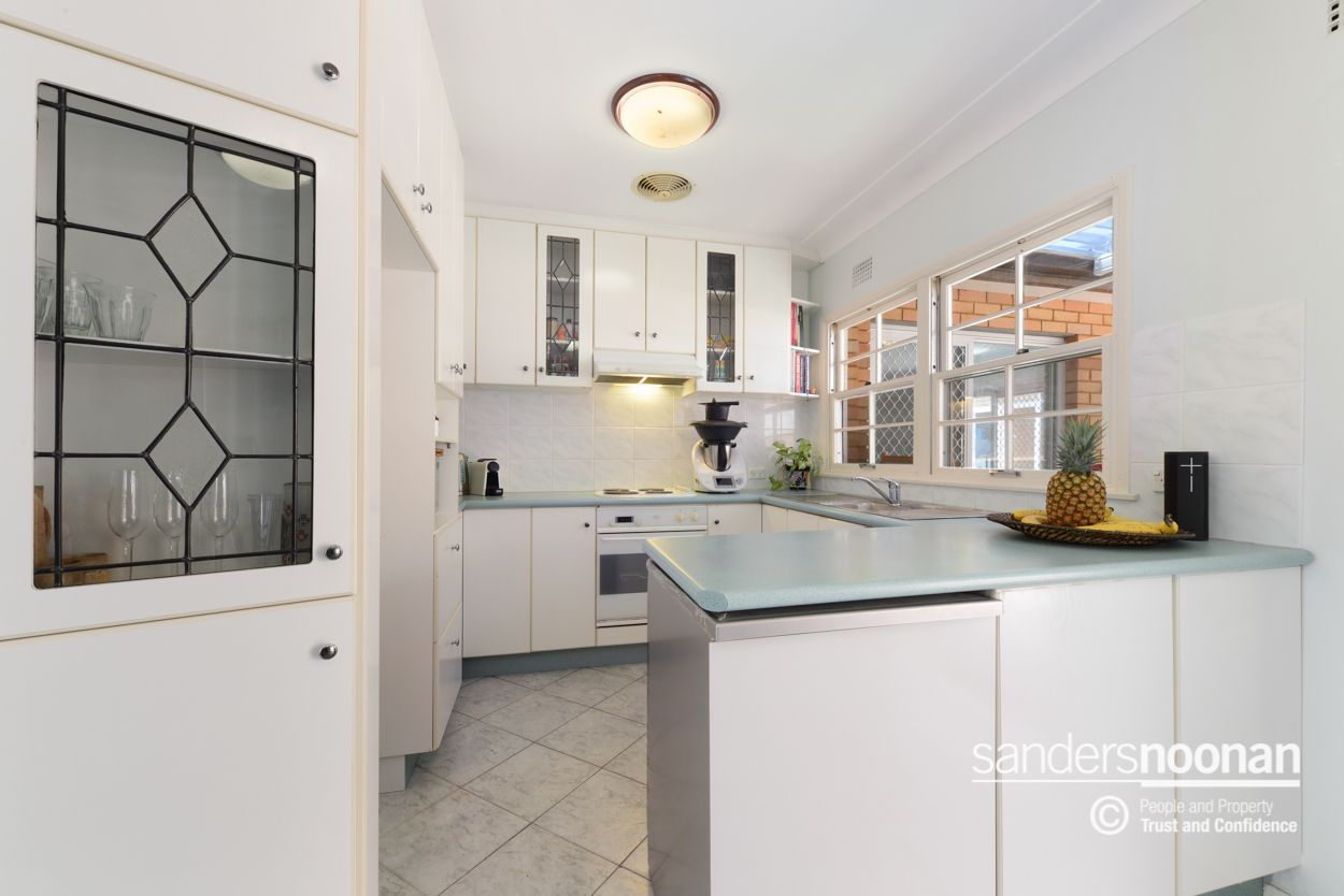 6 Robyn Street, Peakhurst Heights NSW 2210, Image 2