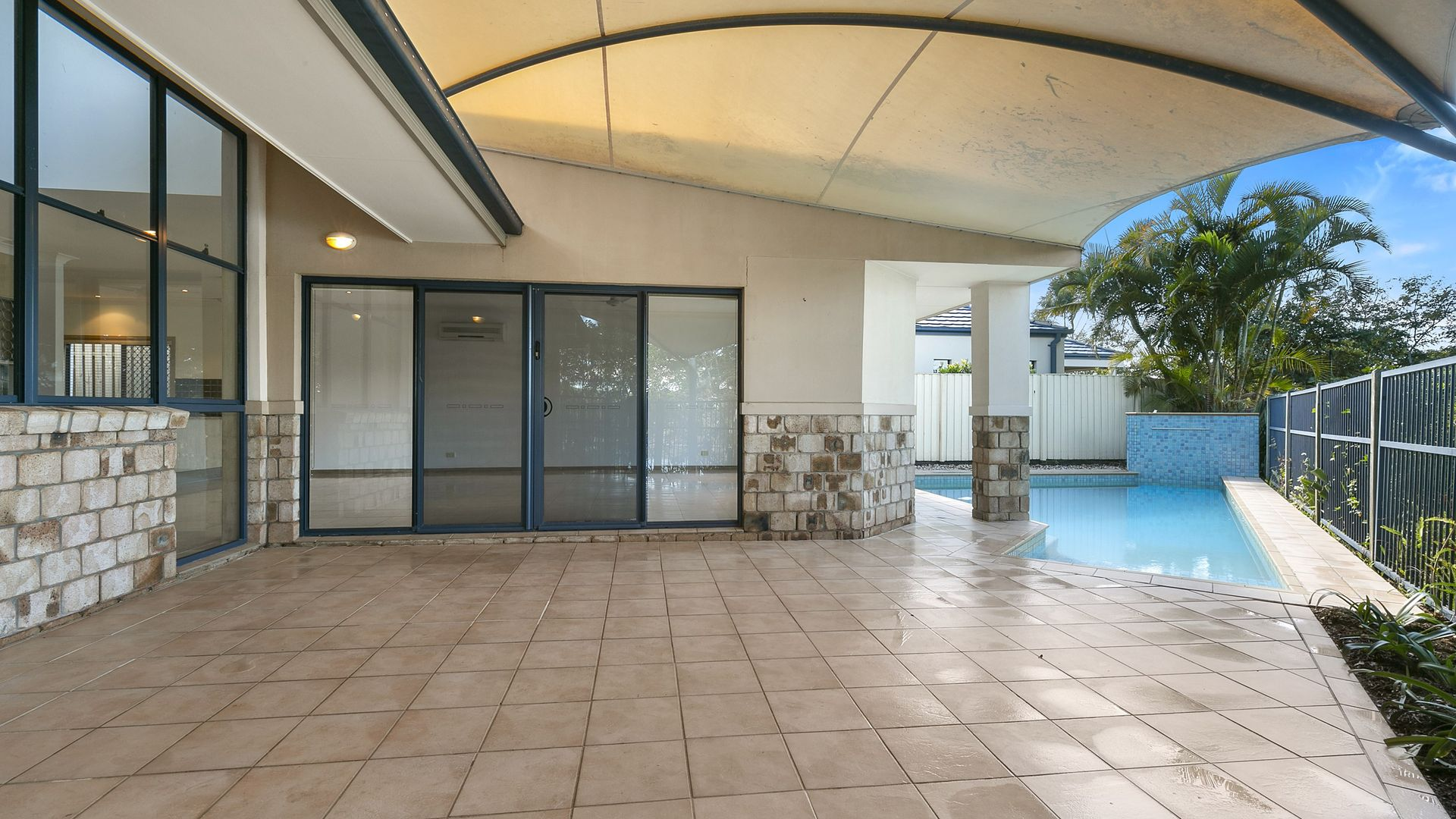 16 Waimea Drive, Varsity Lakes QLD 4227, Image 2