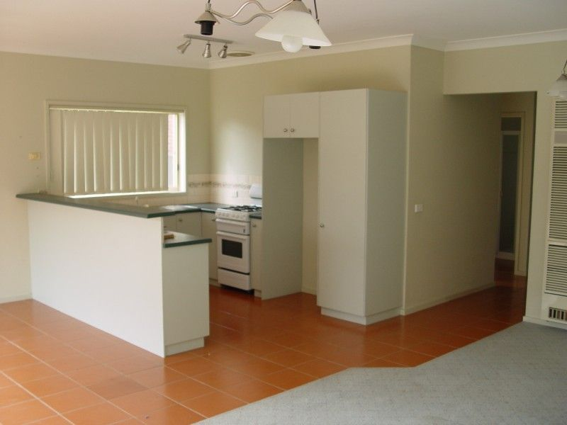 2 Sidney Place, Caroline Springs VIC 3023, Image 1