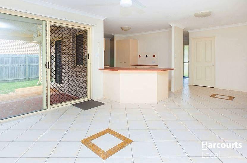102 Watarrka Drive, Parkinson QLD 4115, Image 2
