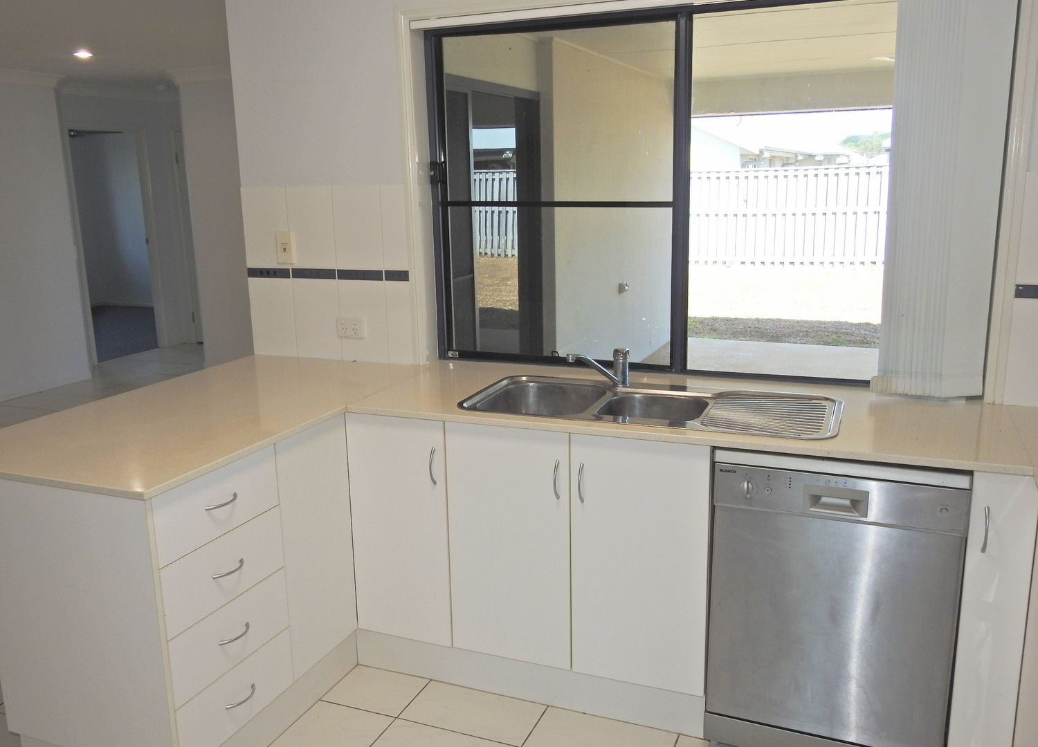 42 Miami Terrace, Blacks Beach QLD 4740, Image 2