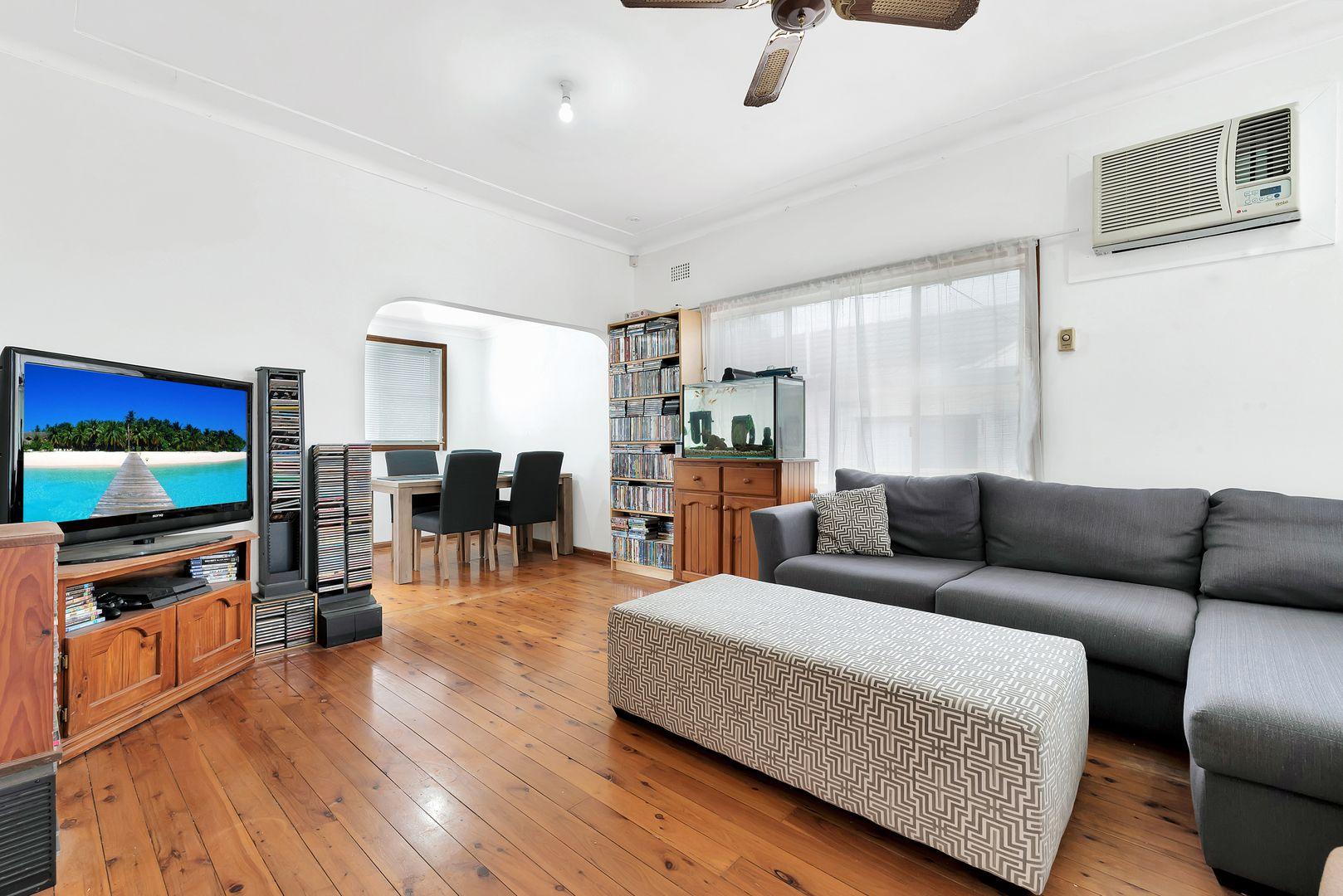 4 Craig Street, Smithfield NSW 2164, Image 2