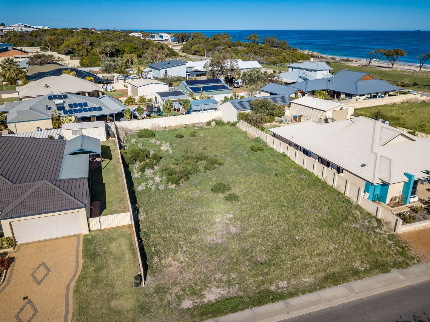 10 Waterfront Circle, Drummond Cove WA 6532, Image 2