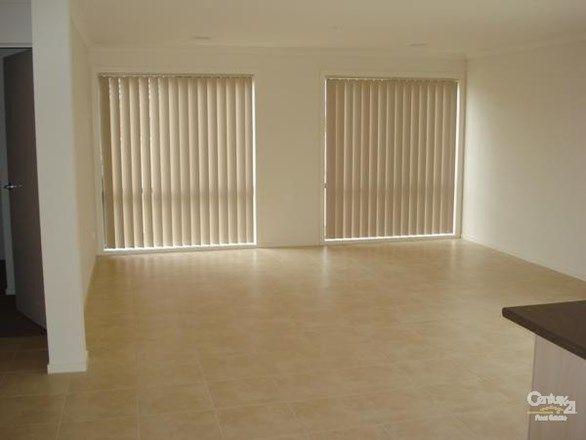 19 Salvia Avenue, Pakenham VIC 3810, Image 2