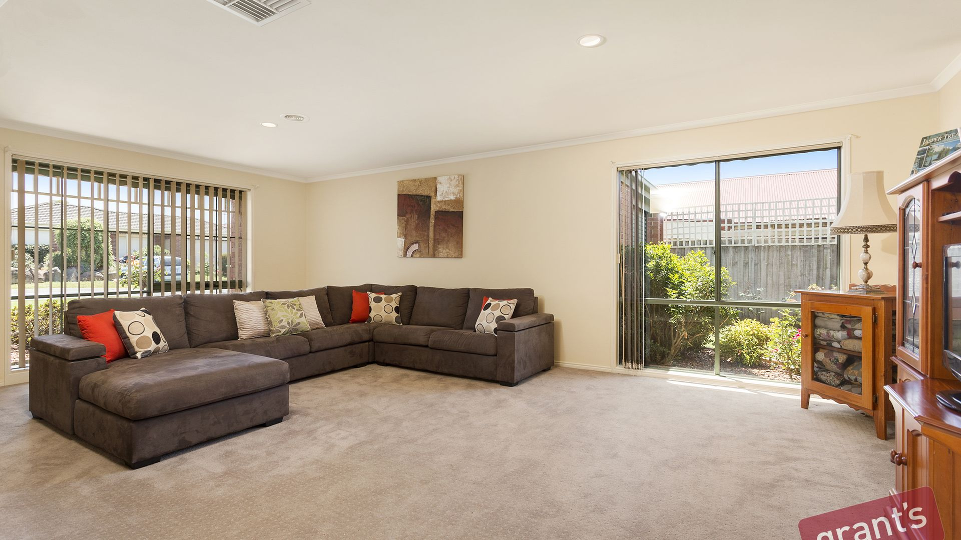 4 Pineview Court, Narre Warren South VIC 3805, Image 2