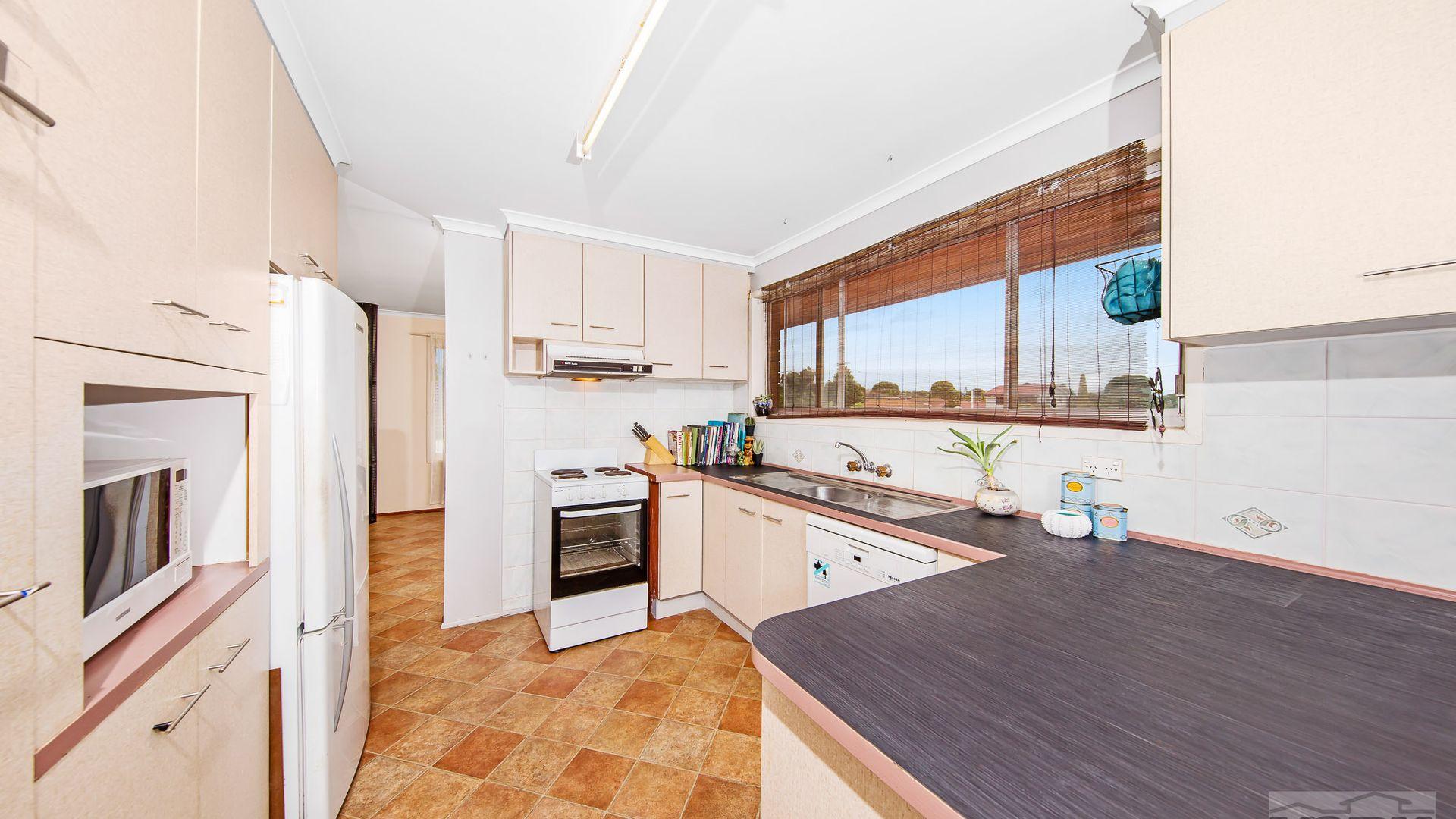 374 Greenwattle Street, Wilsonton QLD 4350, Image 2
