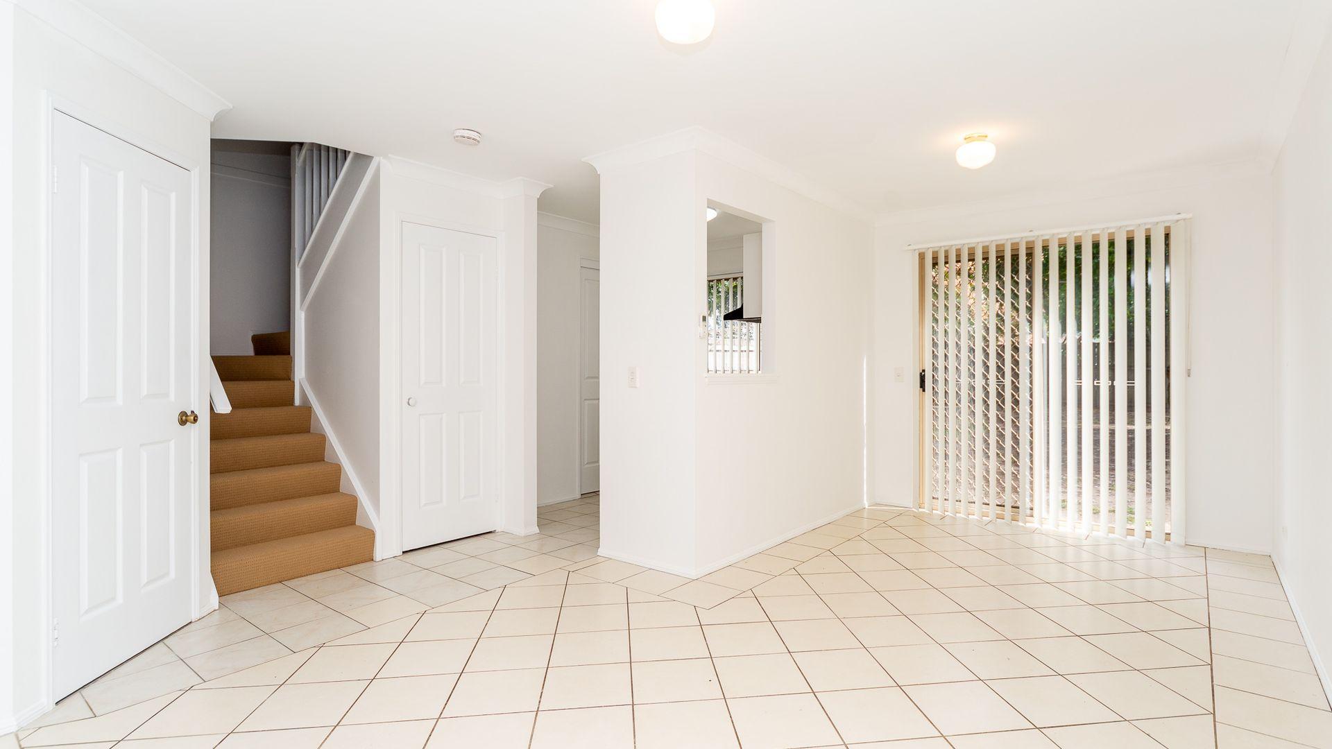4 Serafina Drive, Helensvale QLD 4212, Image 2