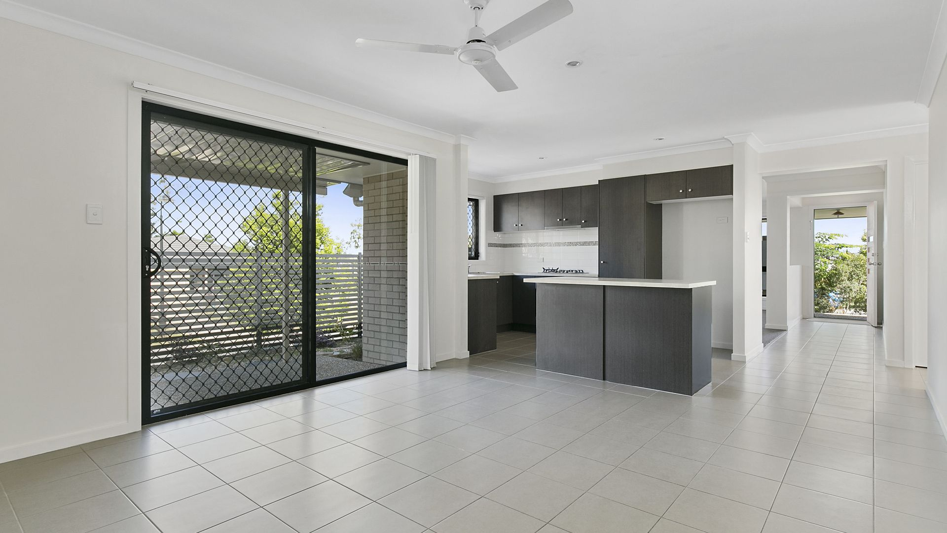 5 Huntley Crescent, Redbank Plains QLD 4301, Image 2