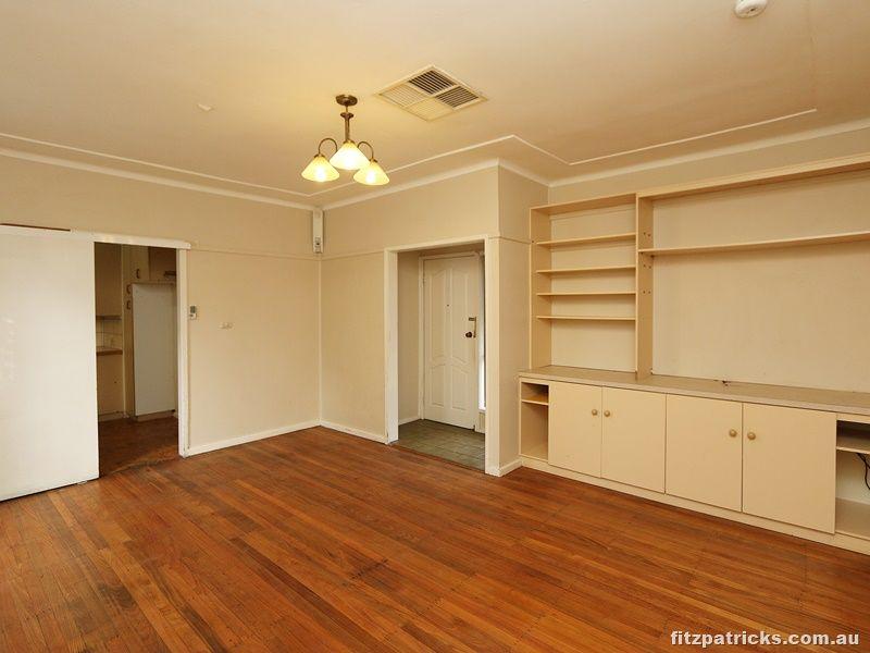 12 Castlereagh Avenue, Mount Austin NSW 2650, Image 2