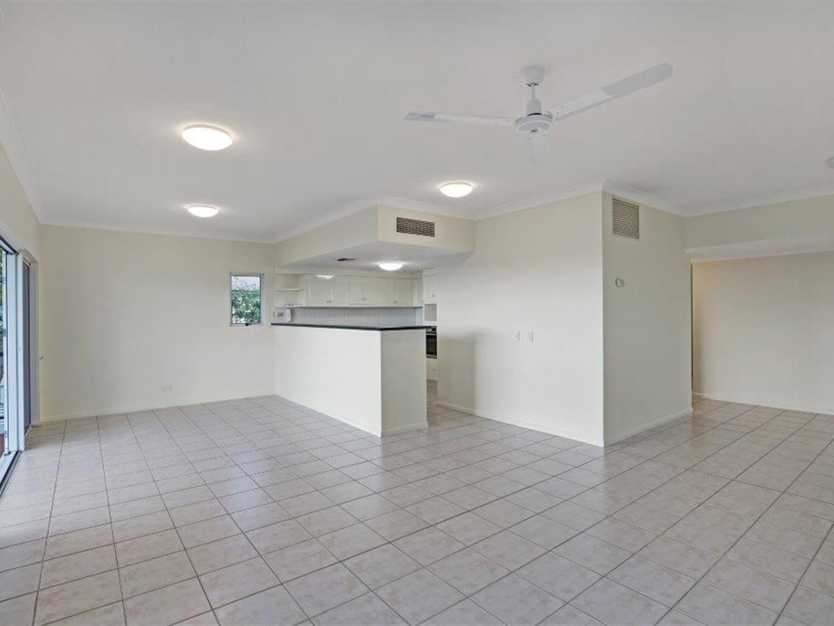 12/8 Munro Terrace (House on the Hill), Mooroobool QLD 4870, Image 2