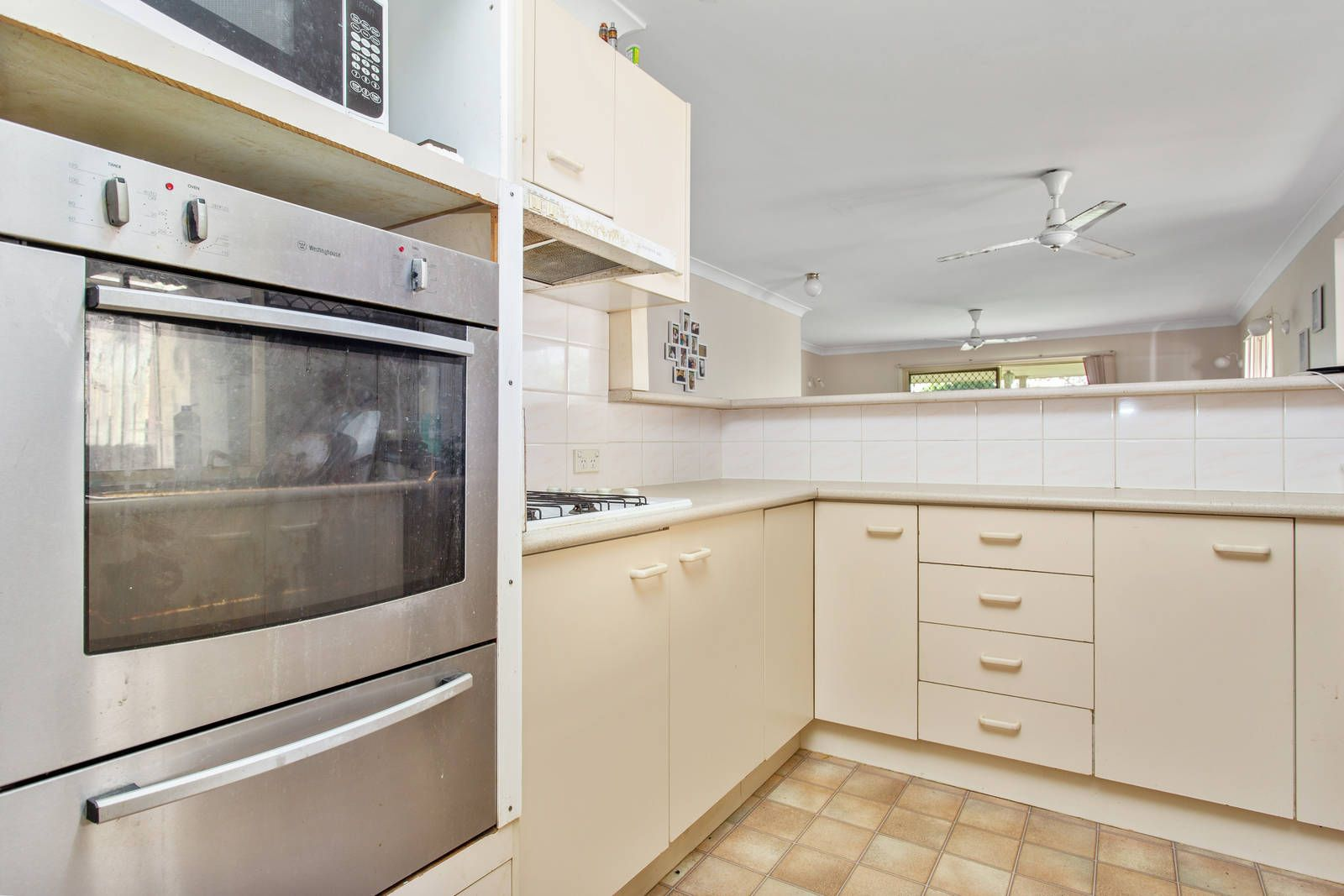 8 Willowtree Drive, Flinders View QLD 4305, Image 2