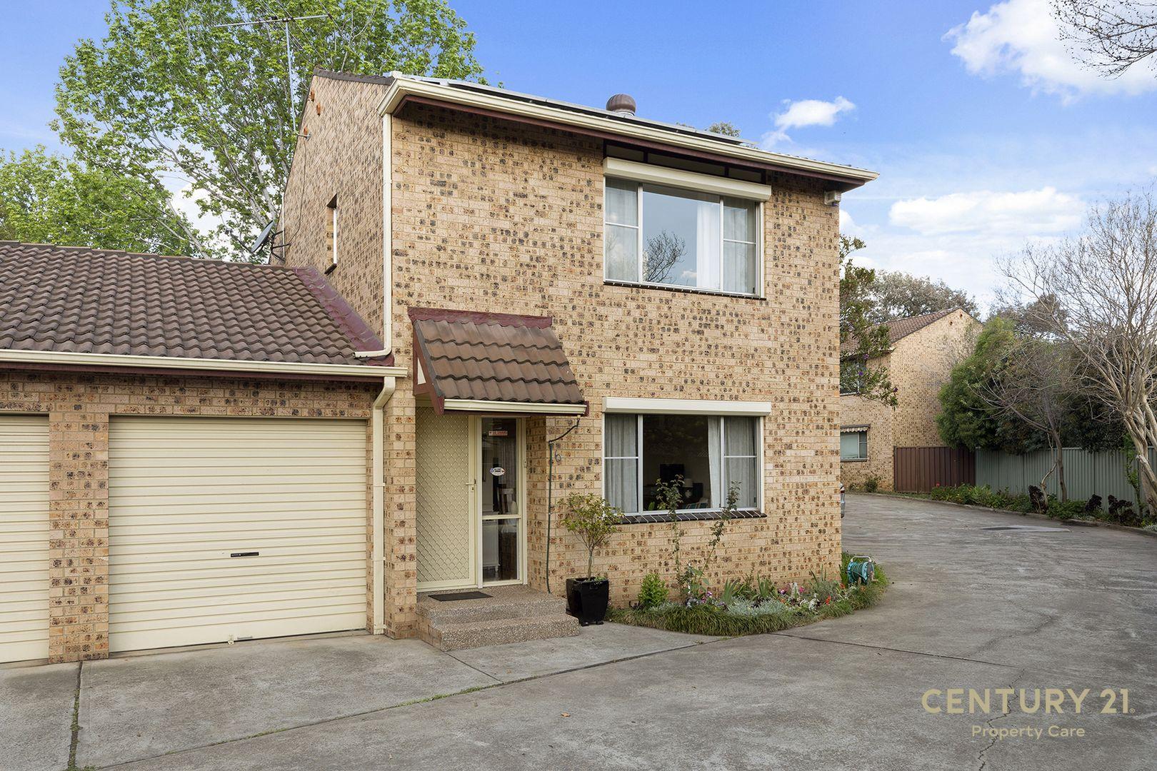 6/25 Surrey St, Minto NSW 2566, Image 1