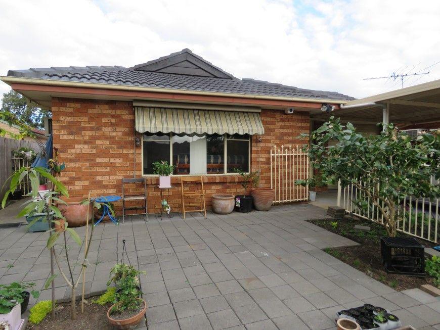 33 Sunny Place, St Johns Park NSW 2176, Image 0