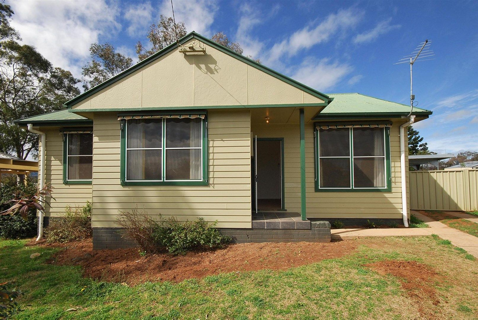 23 Thompson Crescent, Tamworth NSW 2340, Image 0