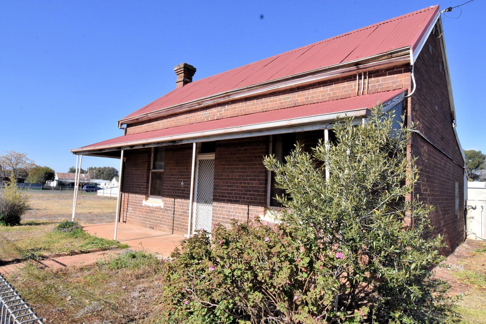 4 VICTORIA STREET, Temora NSW 2666, Image 1