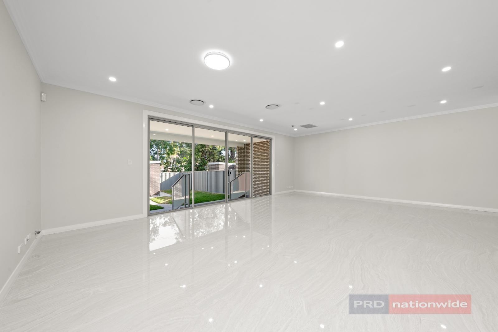 5 Singleton Avenue, East Hills NSW 2213, Image 1