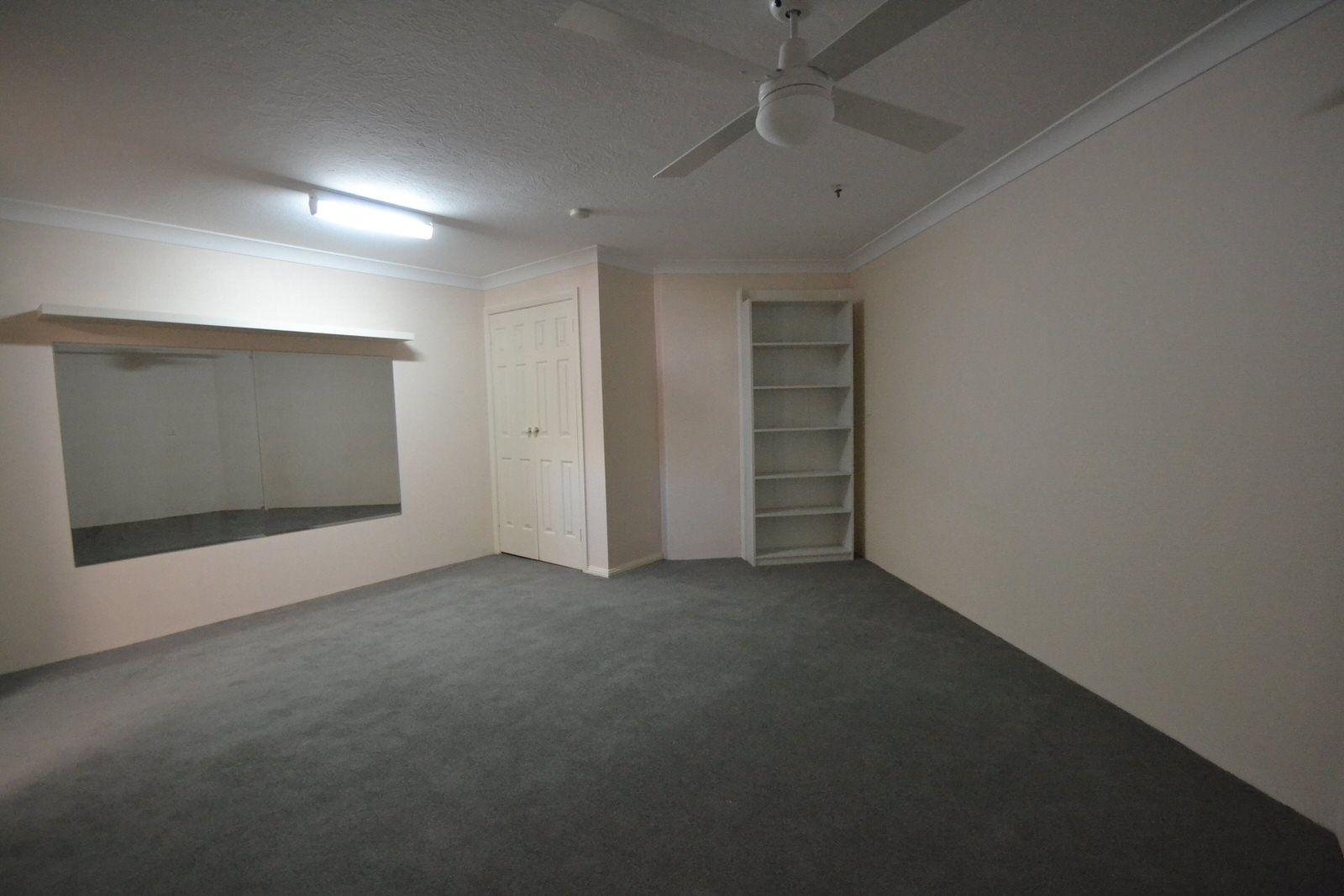 8A Carcoola Street, Benowa QLD 4217, Image 2