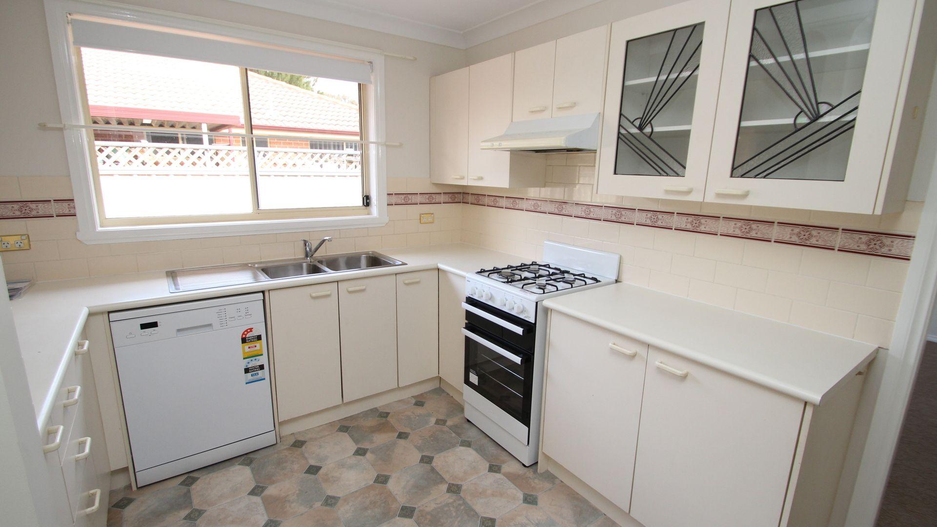 10 Rosedale Place, Orange NSW 2800, Image 2