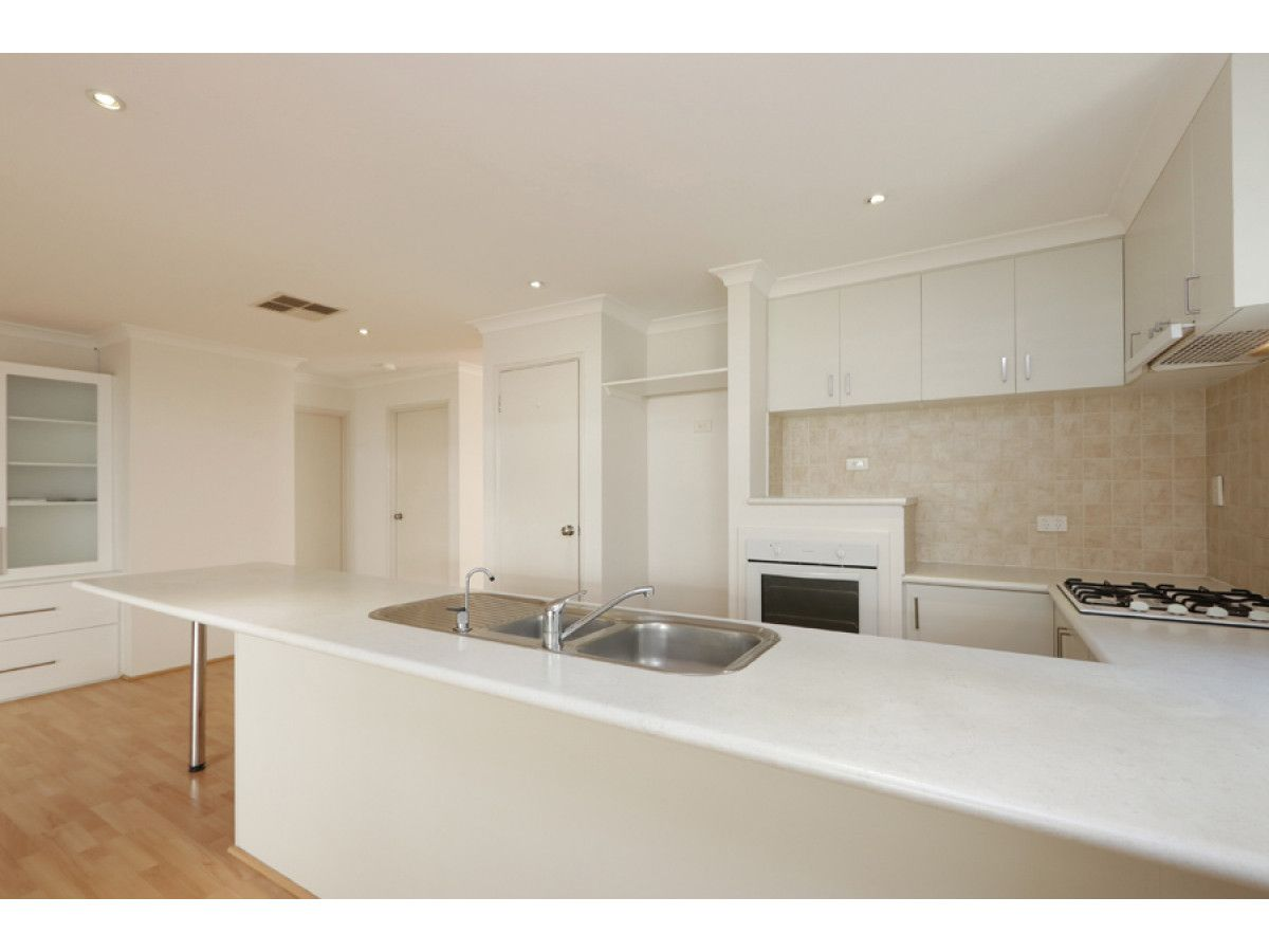 28A Davy Street, Alfred Cove WA 6154, Image 2