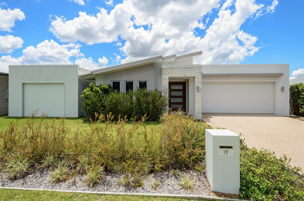 19 BELLBIRD CIRCUIT, New Auckland QLD 4680, Image 0