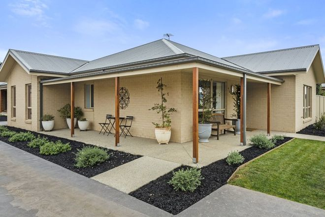 Picture of 18/1 Roger Street, ROMSEY VIC 3434