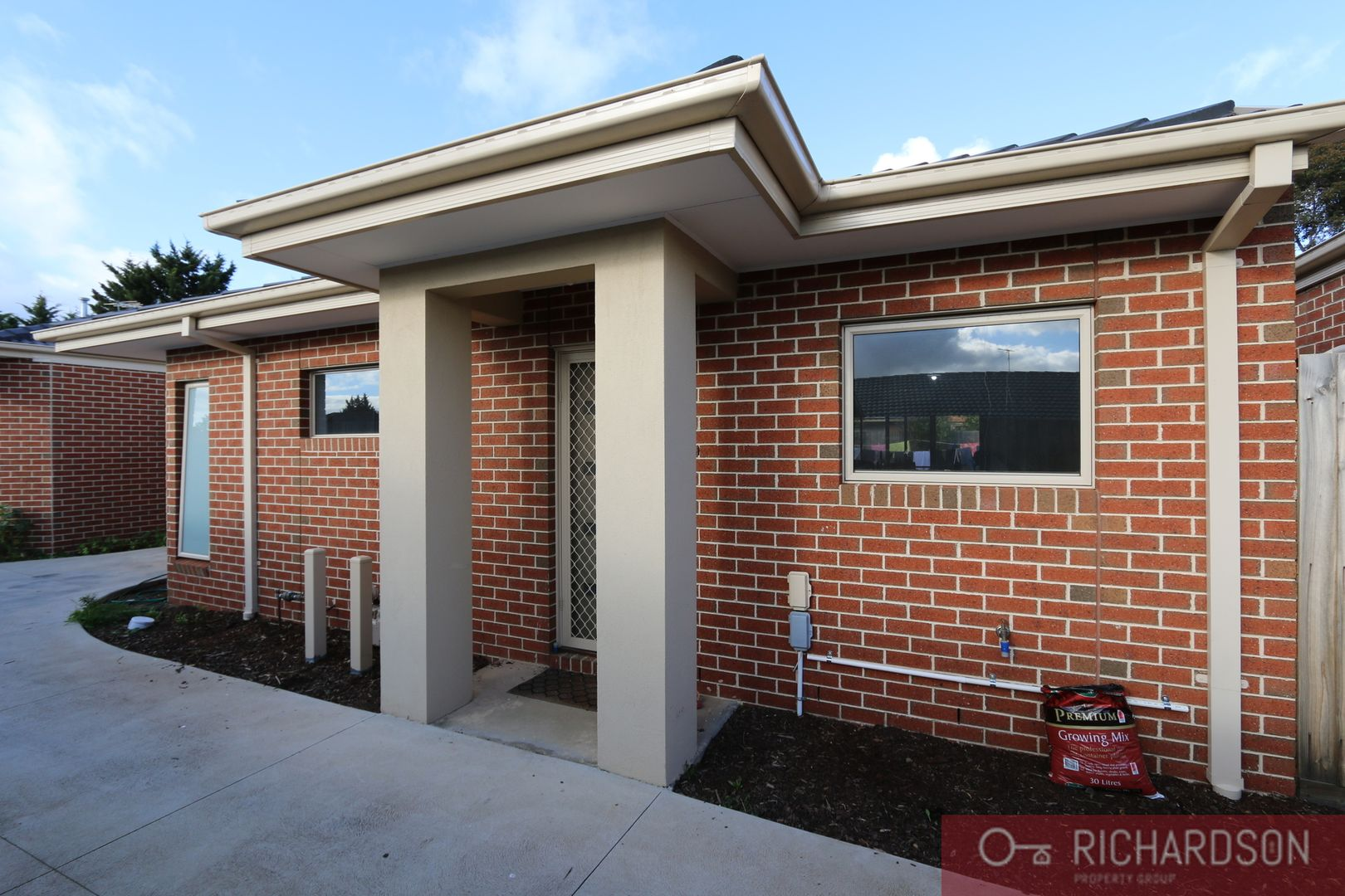 2 bedrooms Apartment / Unit / Flat in 2/35 McKenzie Crescent HOPPERS CROSSING VIC, 3029