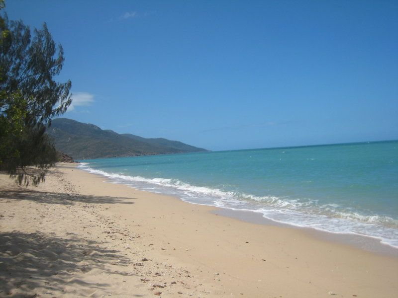 31 Roseric Crescent, Hideaway Bay QLD 4800, Image 2