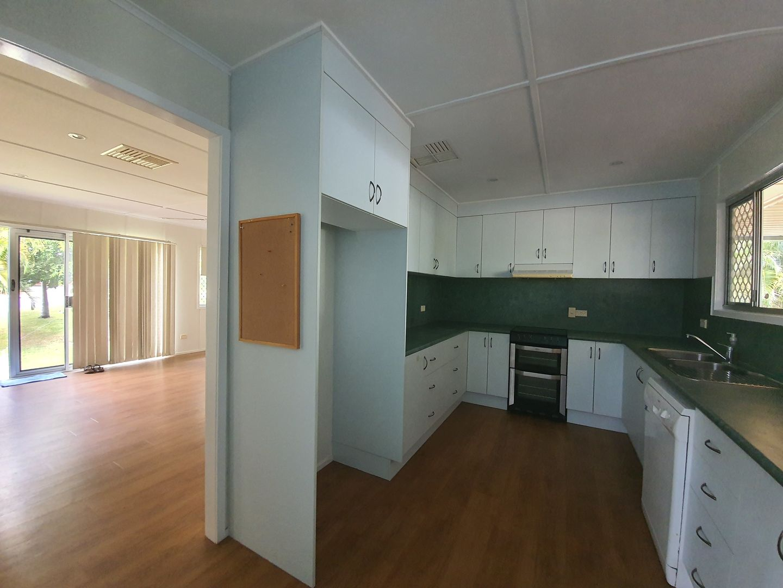 47 Davey St, Moura QLD 4718, Image 2