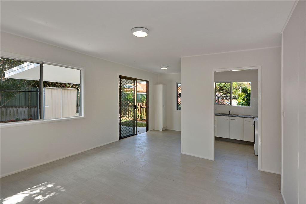 2/9 Hankinson Street, Golden Beach QLD 4551, Image 1