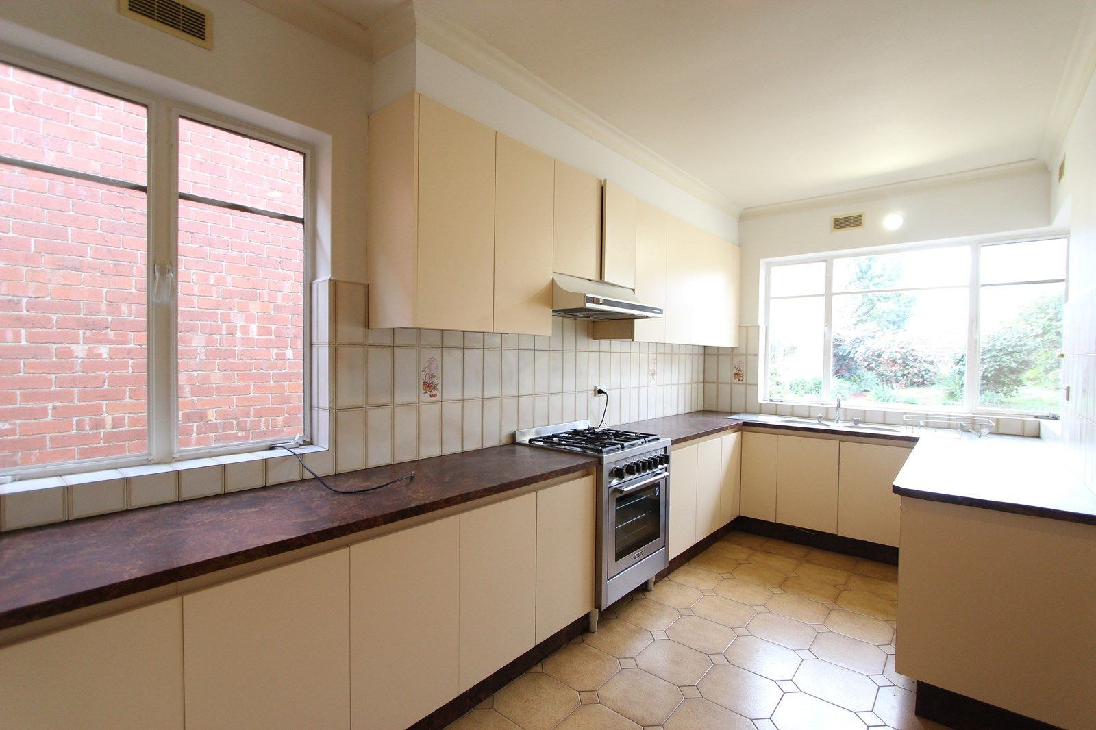 74 Arnold Street, Carlton North VIC 3054, Image 2