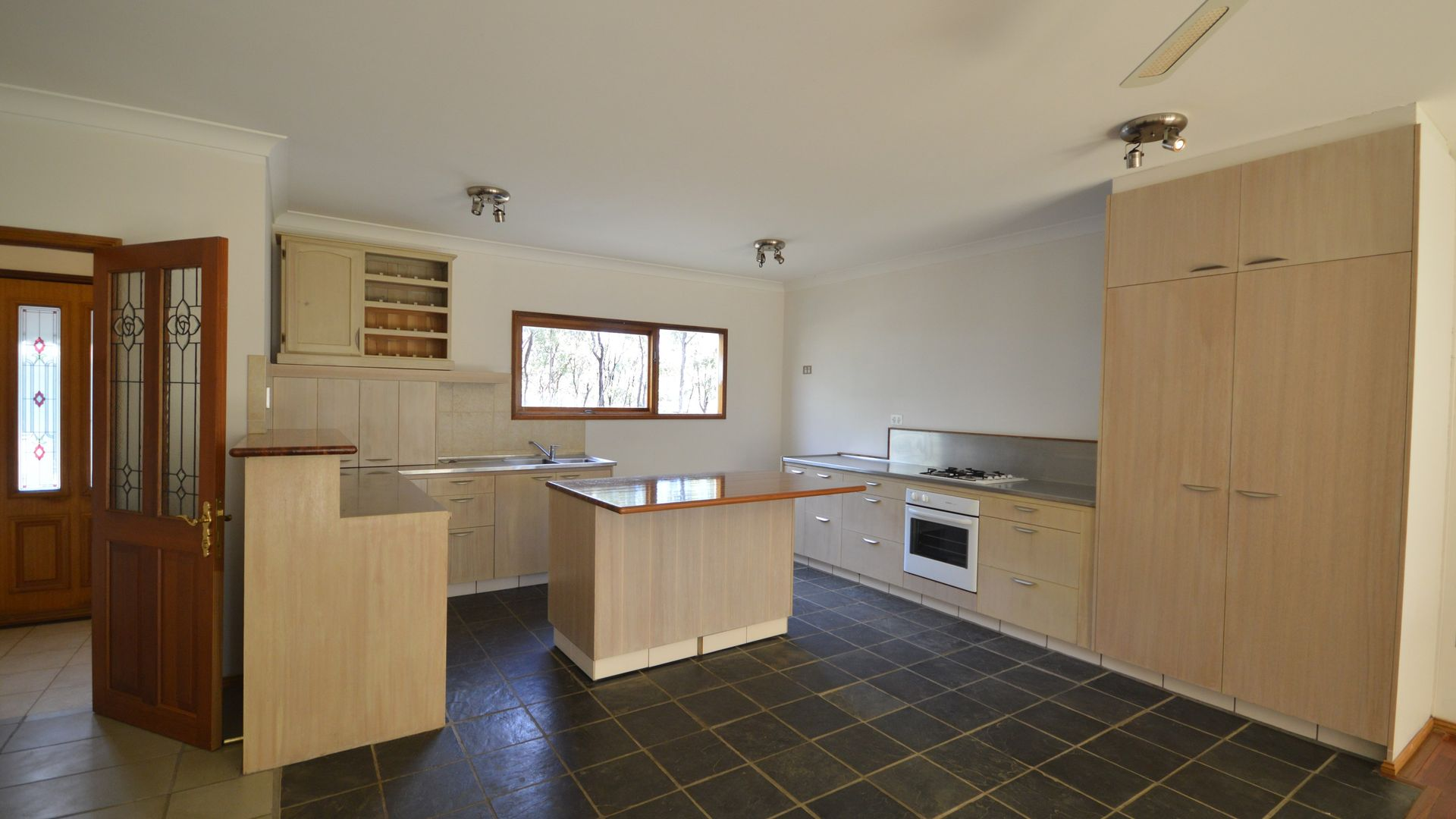 6 Glengallan Street, Hendon QLD 4362, Image 2