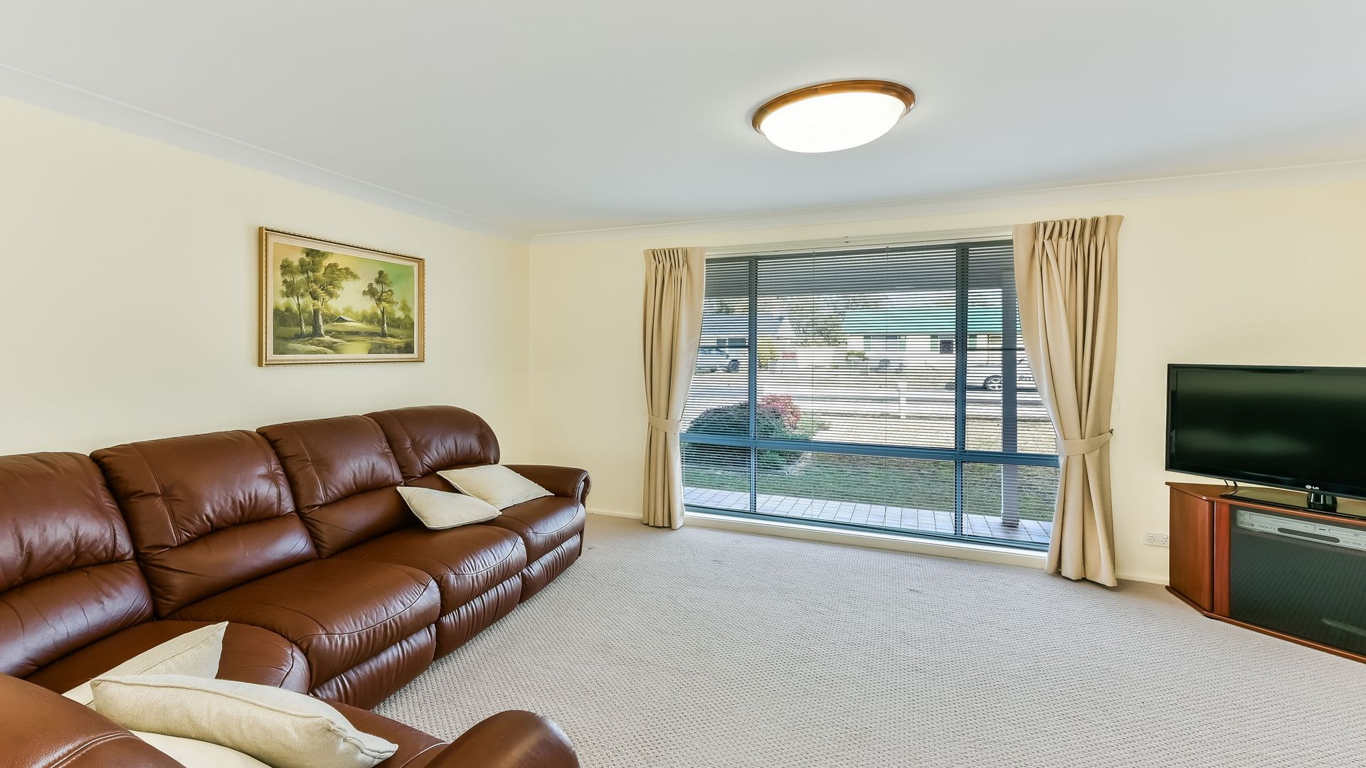 27 Chapman Street, Tahmoor NSW 2573, Image 2