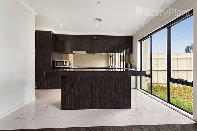 11 Greenwich Crescent, Bundoora VIC 3083, Image 2