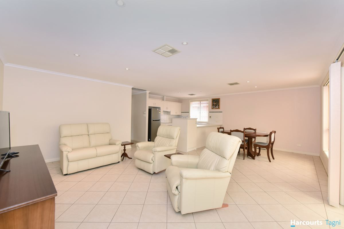 2 Alanah Close, Happy Valley SA 5159, Image 0
