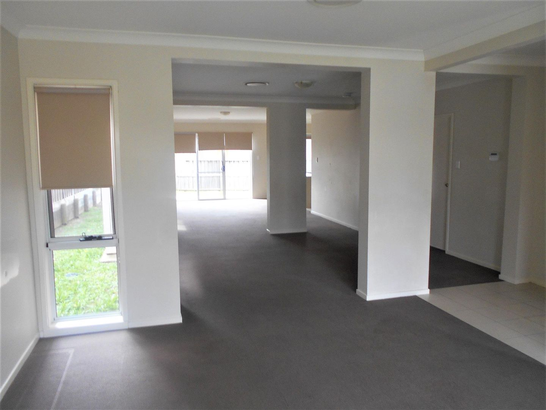 27 Carlton Road, Campbelltown NSW 2560, Image 2