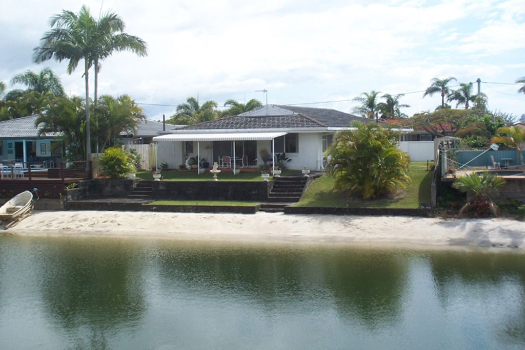 8 Cresta Court, Broadbeach Waters QLD 4218, Image 0
