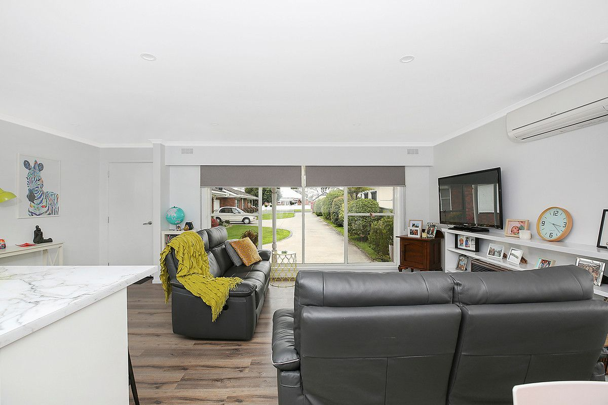 3/4 Pollack Street, Colac VIC 3250, Image 2