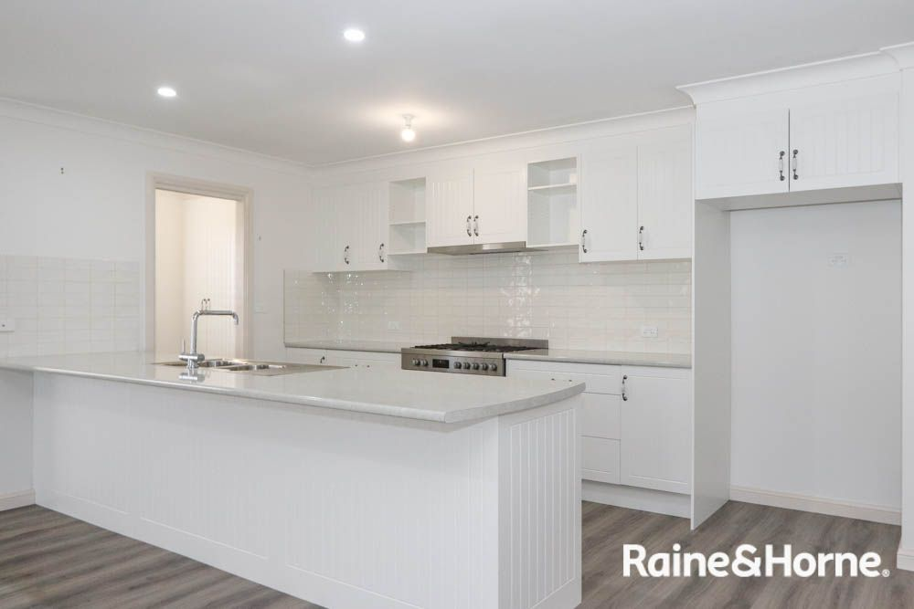 19 Lew Avenue, Eglinton NSW 2795, Image 1
