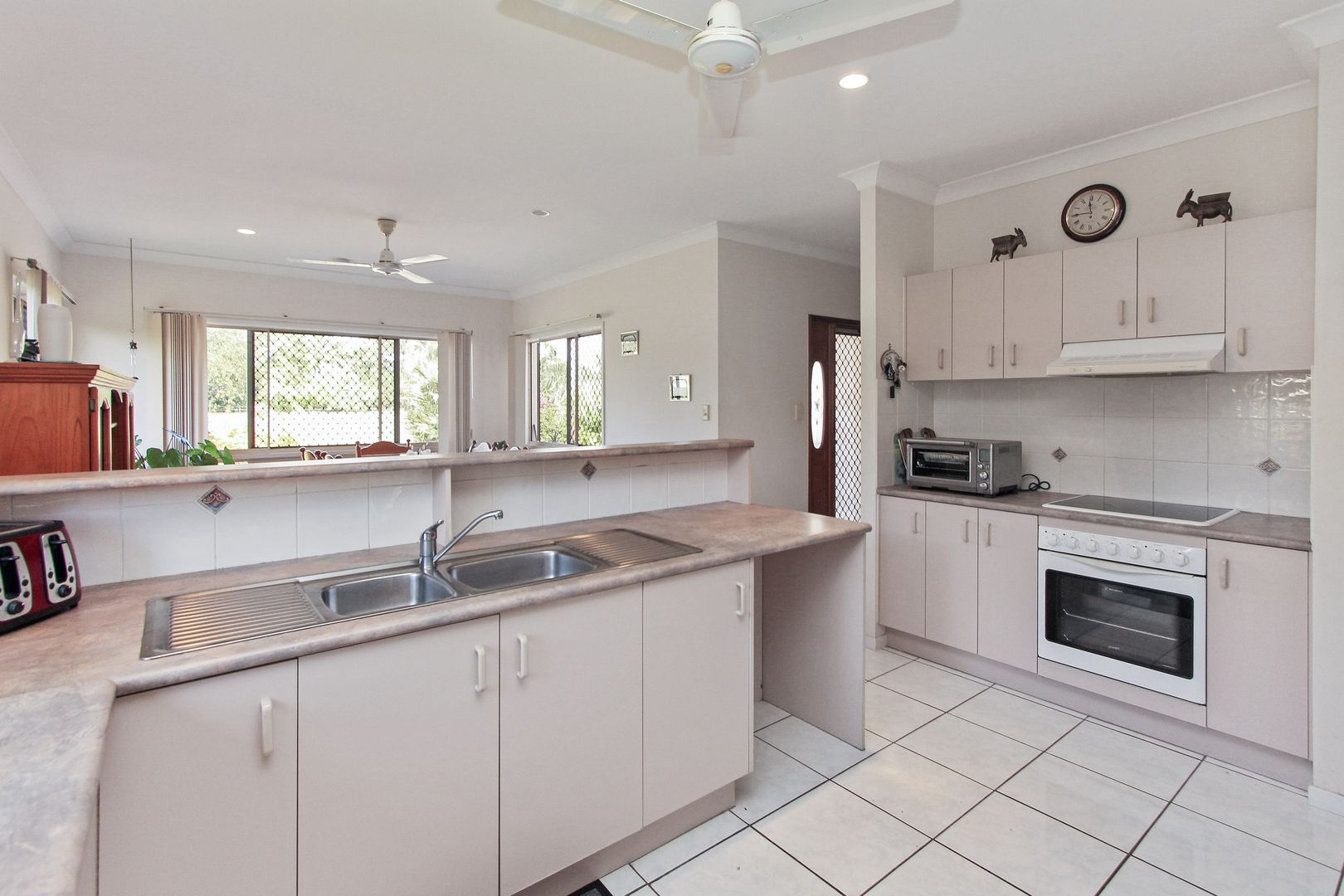 8 Blue Mountain Drive, Bluewater Park QLD 4818, Image 2