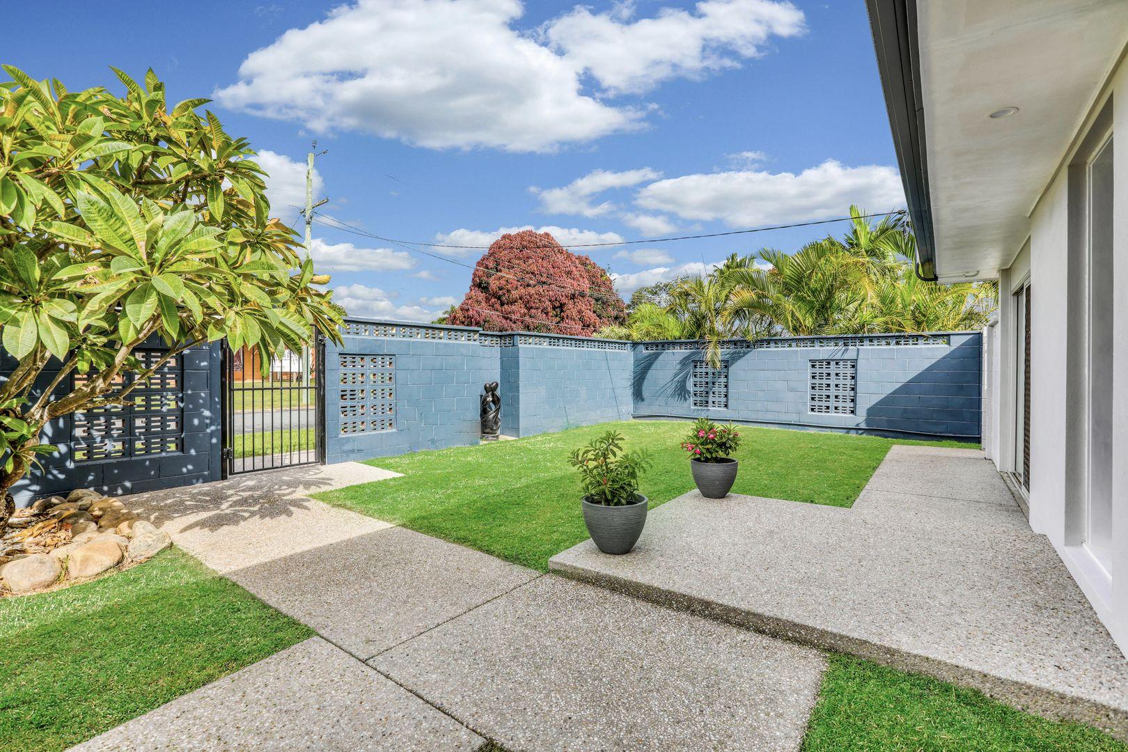 1 Moana Park Avenue, Broadbeach Waters QLD 4218, Image 2